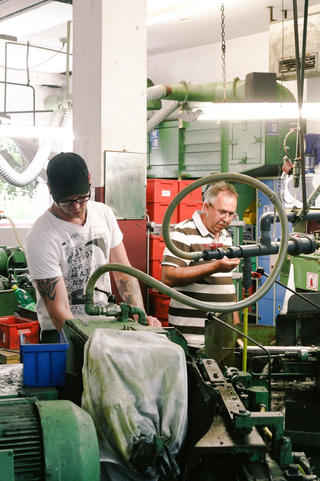 Windmühlenmesser Manufaktur innen